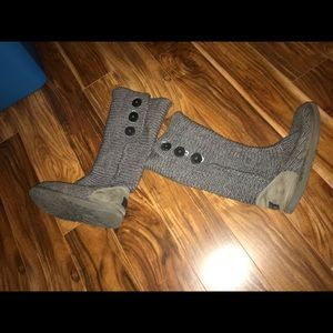 Women's grey knitted UGGs